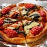 西宮北口駅でてアクタのほう「PIZZA PORT」のフォカッチャピザ【にしつーグルメ期間限定】