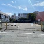 西宮北口西交番の横の月極駐車場のとこにマンションができるみたい。1階は店舗