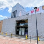 甲子園駅前の「アズナス」が閉店してる。11月3日「ローソン」としてオープン
