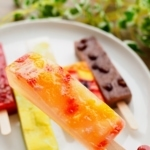 西宮北口駅でてアクタのほう斬新な食感のアイスがある「明月庵本舗」【にしつーグルメ】