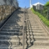 体がかってに右に寄っていく階段【西宮フォト】